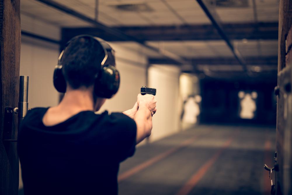 schietbaan-lelystad-sportschutter-met-wapen